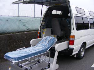 介護タクシーほのぼのの車両とストレッチャー